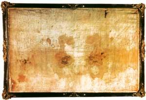 Il Sudario di Oviedo (Asturie, Spagna). Secondo una tradizione, è il telo con cui fu coperto il volto di Gesù durante la deposizione dalla croce e il trasporto al sepolcro. Le macchie di sangue che vi sono impresse sono compatibili, per composizione, tipo di gruppo sanguigno e diffusione geometrica, con quelle presenti sulla Sindone di Torino