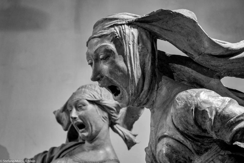 """Niccolò dell'Arca """"Compianto sul Cristo morto"""" gruppo in terracotta (Maria di Cleofe e Maddalena) fine XV sec. - Bologna"""