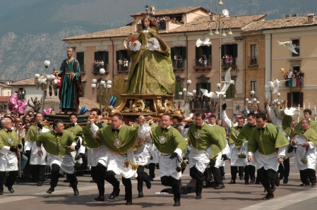 Un episodio commovente della tradizione popolare della Provincia italiana.