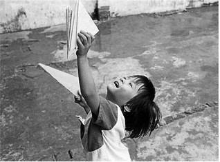 Vietnam, 1993. È una delle 50 fotografie della mostra