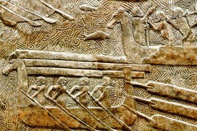 """Navi Fenicie """"Hippoi"""" (particolare del bassorilievo del palazzo di Khorsabad, antica Dur Sharrukin, la fortezza di Sargon, capitale dell'impero assiro al tempo di Sargon II (722-705) - museo del Louvre."""