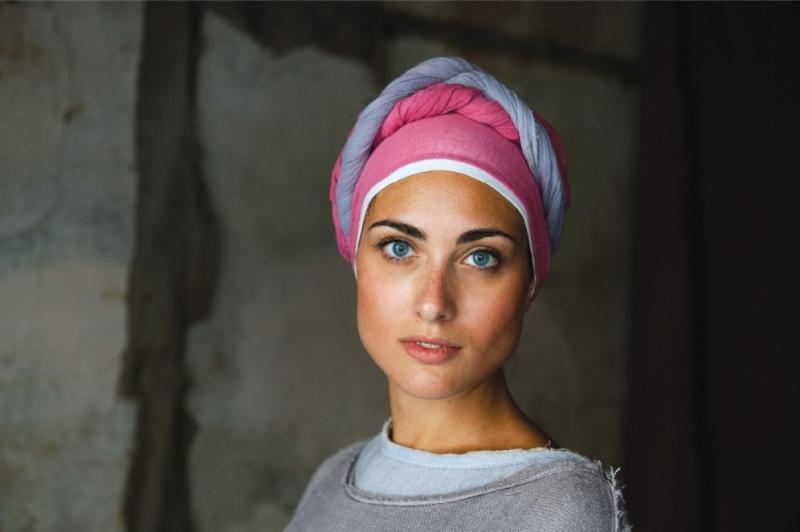 """Steve Mc Curry ha individuato questa ragazza come """"il"""" volto della sua campagna (2012) per lanciare l'Umbria come """"brand"""" a livello mondiale. Parte del nostro Centroitalia oggi ferito..."""