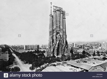 cathedral-sagrada-familia-in-barcelona-1926-cpjgdr